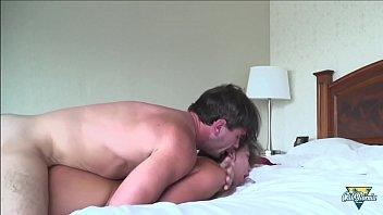 Сексапильная зрелая девушка синди