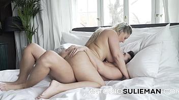 Секс первокурсников на катере
