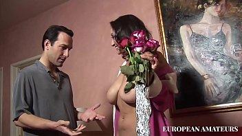 Герда виски хочет групповой секс с молодой парочкой и кайфует