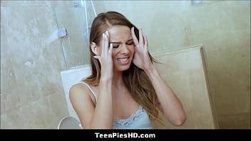 Emma cobb в трусиках ласкает смазкой силиконовые сисяндры в бане