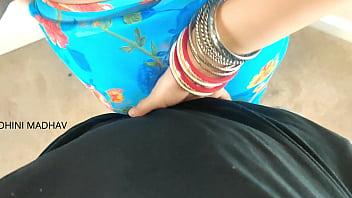 Жопастая бабуля показывает крупные сисяндры и массирует пизду до струйного оргазма