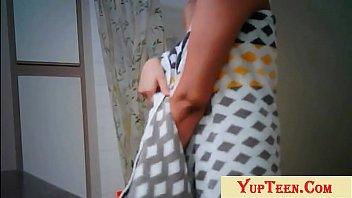 Светловолосая девчушка в белых трусиках ласкает киску крупным планом