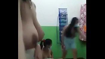 Сисястая брюнетка умело мастурбирует свое тело в ванной комнате
